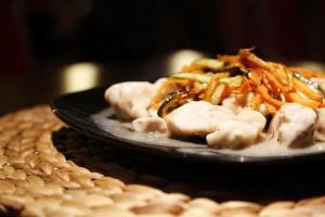 Bocconcini di pollo saltato in padella con verdure croccanti